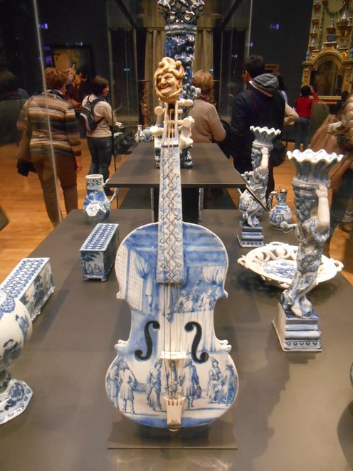 Delft blue violin, Delft Blue, ceramic