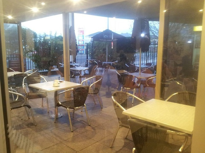 la vita family cafe restaurant outdoor dining are