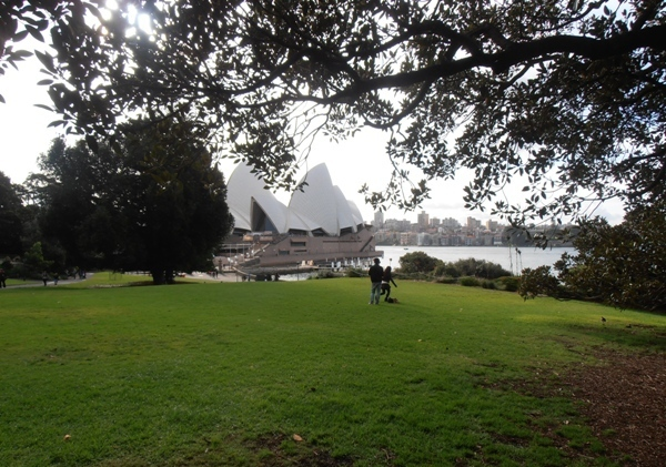 A picture-perfect picnic spot overlooking the Sydney Opera House