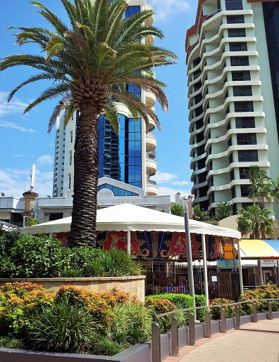 fresh n fast,broadbeach,oasis,burgers,roast,smoothies,fruit juice,