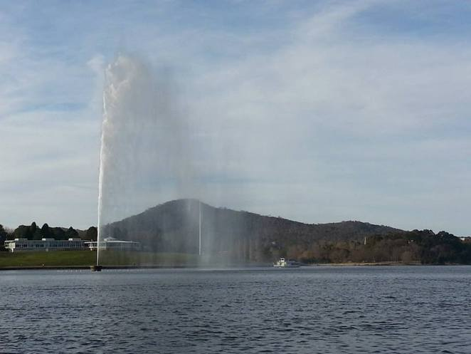 lake burley griffin cycling loop central basin captain cook memorial jet