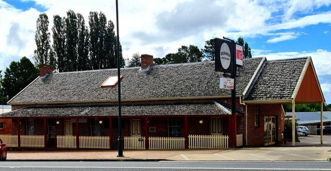 Motel, accomodation, NSW, country, road trip, family, position, history, quirky