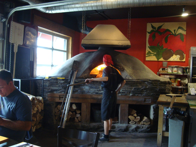restaurant canmore,pizza,pizza canmore,pizza calgary,pizza restaurant