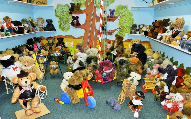 teddy bear, dolls, Broken Hill,