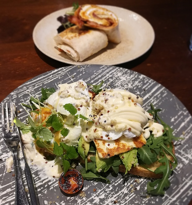 grilled houllumi stack, caffe dante, sydney, breakfast, lunch, coffee, outside uniqlo, upstairs, midcity centre, sydney CBD. cafes in sydney, george street, NSW, shopping centres, upstairs,