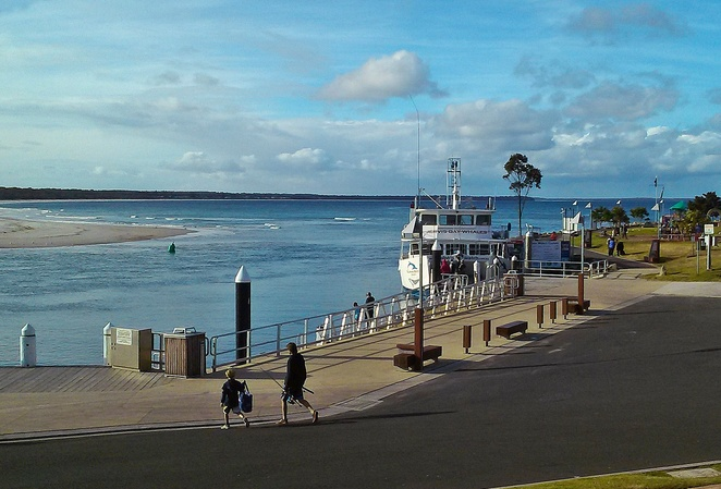 huskisson wharf, jervis bay, 5 little pigs, breafast, cafe, lunch, places to eat, where to do, dolphin watching, whale watching, NSW,