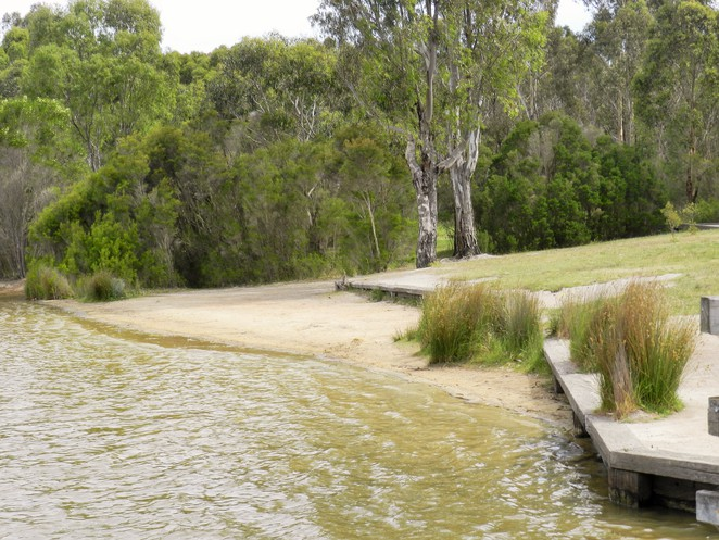 jells park, jells lake, wheelers hill, parks in melbourne, lakes in melbourne, fishing in melbourne, jetty, lake, park, beach,