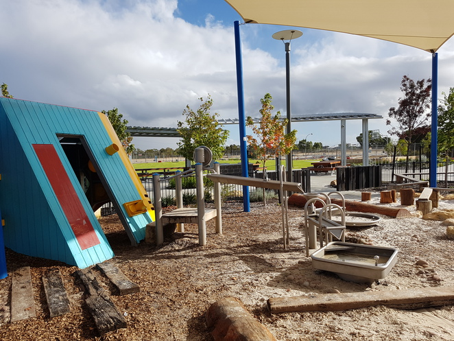 robot, park, playground, piara waters, water play, children, fun, swings, slides, flying fox, climbing, toilets, bbq, canning vale, grass area, nature play