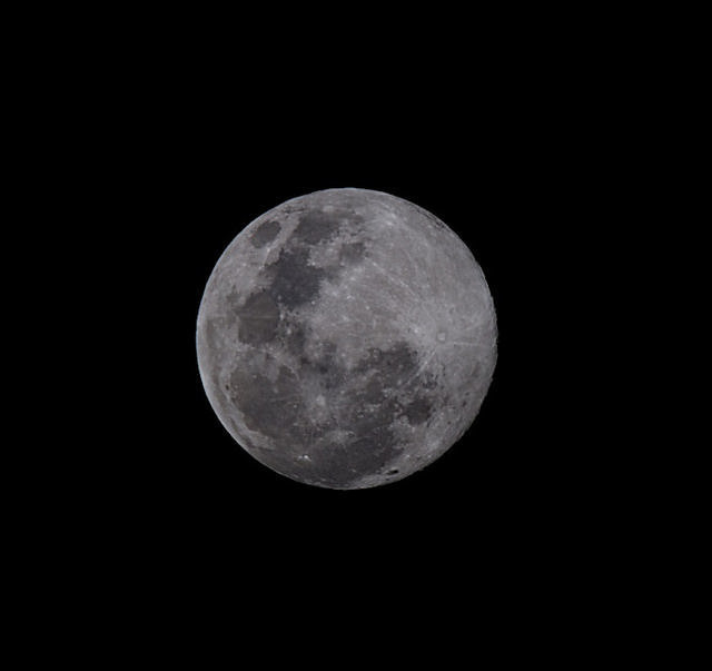 A supermoon (Attribution: Flickr - Mal Booth)