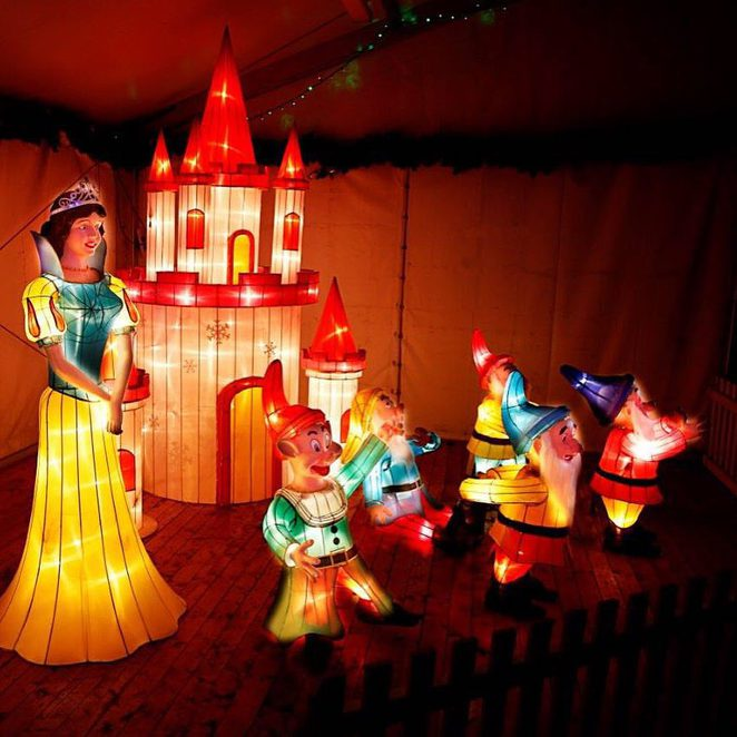 Hunter Valley Gardens Christmas Lights Spectacular Snow White