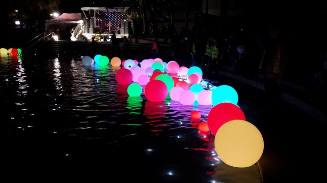 lights balls pool wynnum illumination festival queensland