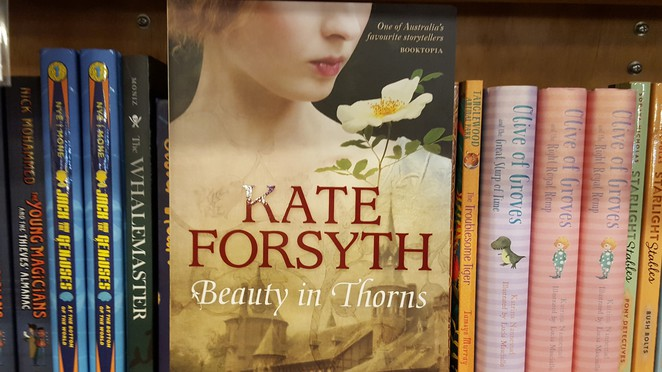 Beauty In Thorns, Kate Forsyth, historical fiction, Pre-Raphaelites, Dante Gabriel Rossetti, Victorian era, art, poetry, Lizzie Siddal, Jane Burden, William Morris, Edward Burne Jones, Book Review, Sleeping Beauty, Georgiana Burne Jones, Vintage Books