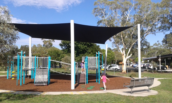 chifley playground, chifley place, woden, best parks in woden, best playgrounds in woden, playgrounds, parks, canberra, ACT, A bite to eat cafe, chifley shops