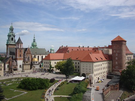 krakow, things to do in krakow, what to do in krakow, top sights in krakow, krakow poland, market square, cloth hall, auschwitz tours, wawel castle, wawel hill, schindlers factory