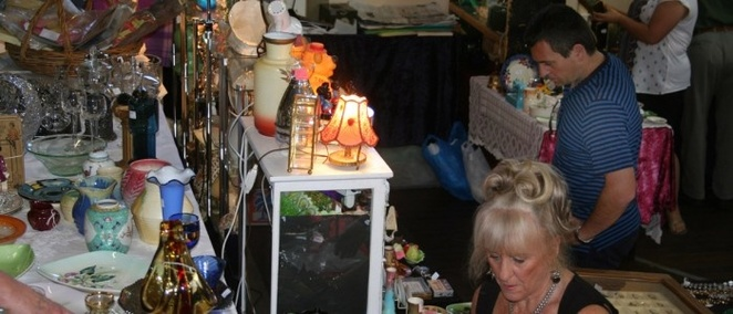 Retro,antiques,and,collectables,fair