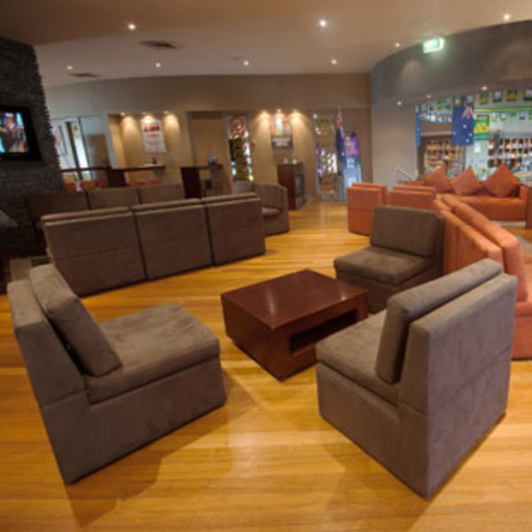 warm restaurants melbourne, indoor playground restaurants, family restaurants, vale hotel