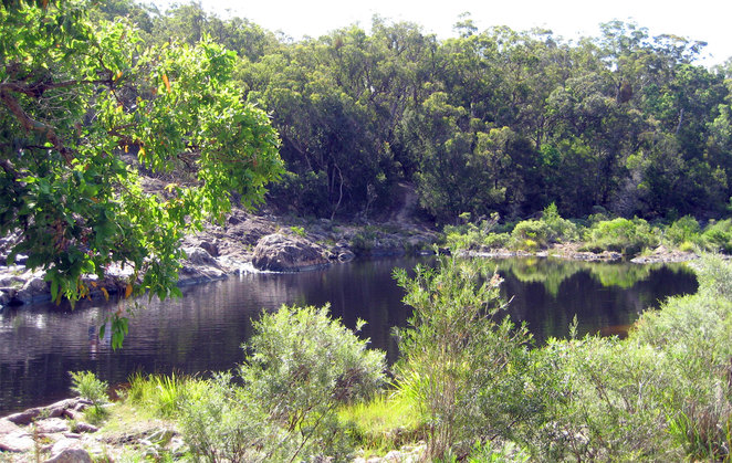 The lower rock pool above the Boonoo Boonoo Falls