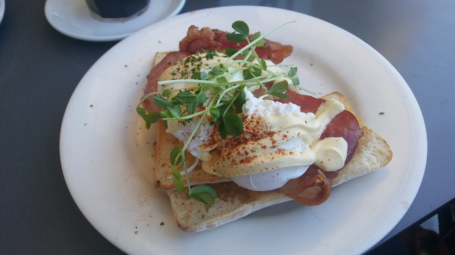 eggs benedict coffee club bacon