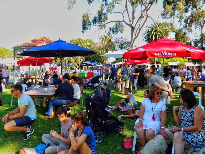 free things to do, whats on in adelaide, activities for kids, fun for kids, markets in adelaide, christmas markets, fun things to do, christmas gifts, in adelaide, food and wine
