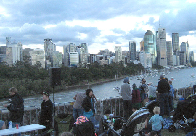 The crowd gathers in the afternoon on the Kangaroo Point Cliffs