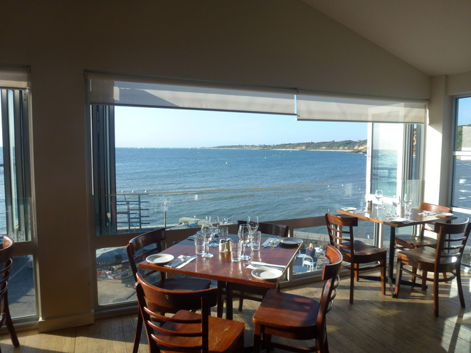 Cerberus Beach House, restaurant