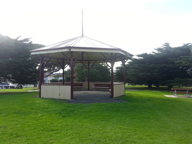 citizen's Park, Queenscliffe, Queenscliffe foreshore Reserve, Playground, Picnic spot, BBQ, public bbq, barbecue, electric barbecues, recreation, park, foreshore, bellarine, grass, rotunda, shelter,