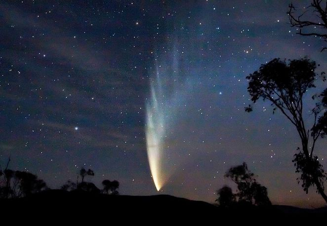 Image of a comet courtesy of Soefrm @ Wikimedia