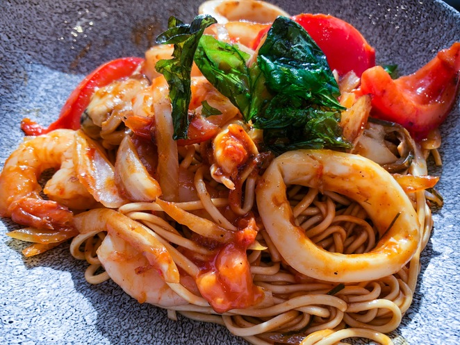 GMV, noodles, seafood, prawns, mussels, food, wine, restaurant, review, Sydney