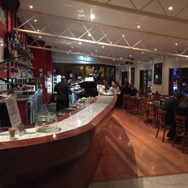 Vegan and vegetarian, gluten free, Italian restaurant, licensed café, function rooms, beer garden, function rooms, bar and lounge, outdoor dining, family friendly,