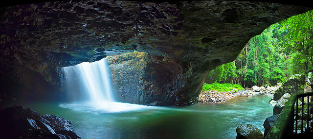 Photo of Natural Bridge courtesy of Michael Lynch @ Flickr