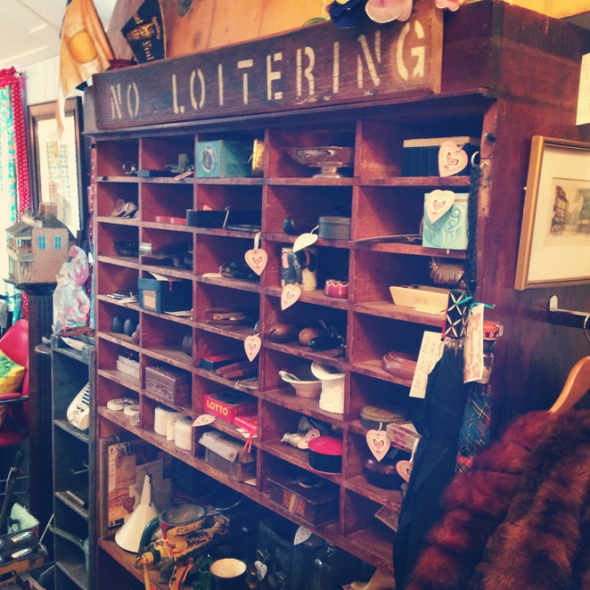 Hobohemia, Vintage, Retro, Second Hand, Clothing, Furniture, Gifts, Trinkets,