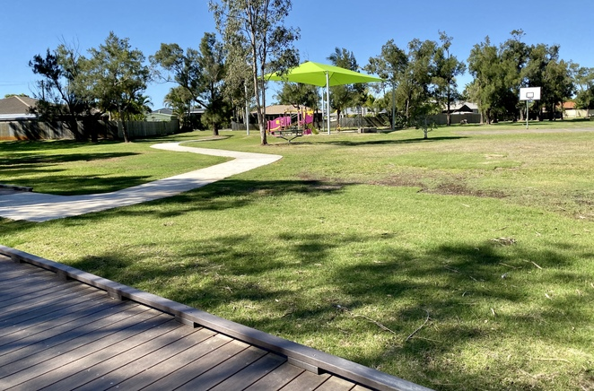 The Moreton Bay Cycleway leads right to Orana Street Park