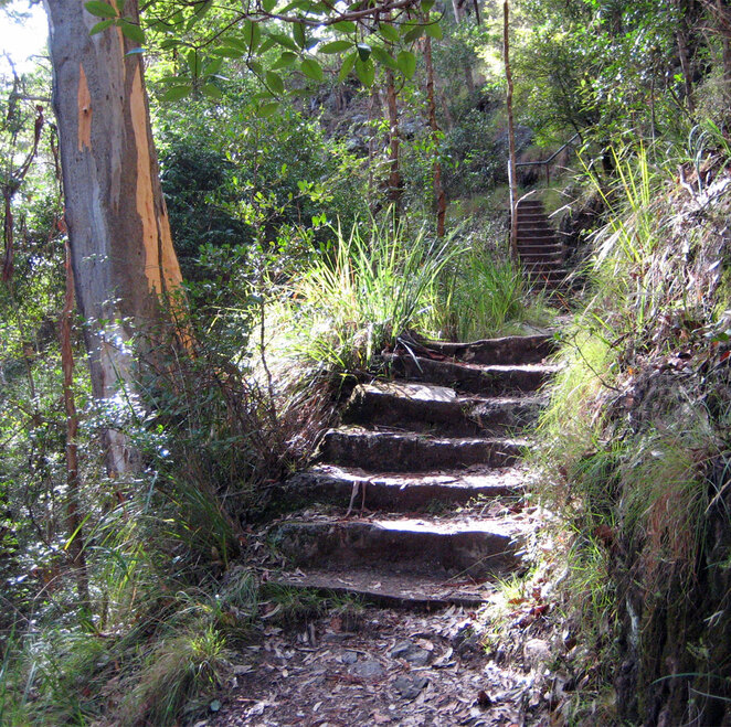 There are a few stairs on the walk, but its not long and easy enough if you don't rush