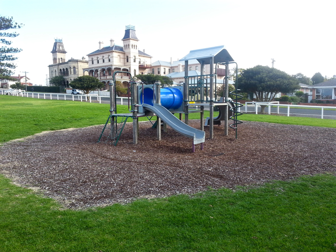 Citizen's Park, Queenscliffe, Queenscliffe foreshore Reserve, Playground, Picnic spot, BBQ, public bbq, barbecue, electric barbecues, recreation, park, foreshore, bellarine, play equipment,