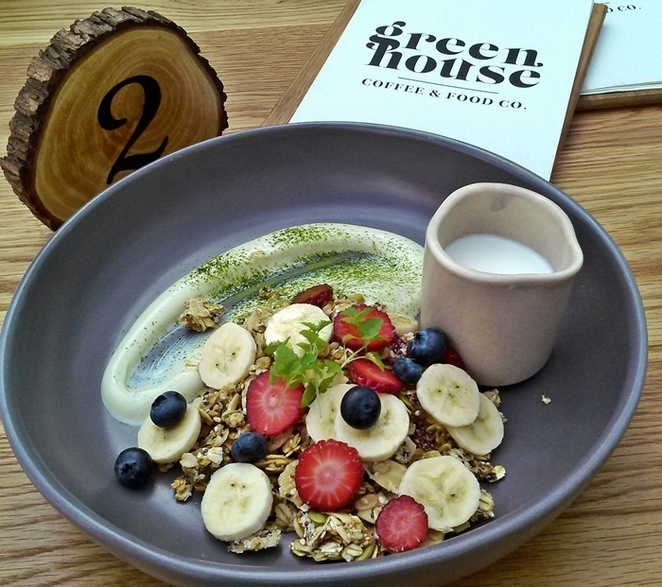 granola, greenhouse cafe, canberra centre, shopping centre, breakfast, cafe, restauarants, healthy breakfast,