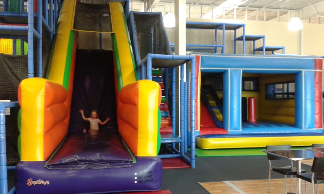 lollypops playland, majura park shopping centre, indoor play centre, toddler play area, slides, parks, playgrounds, indoor playgrounds, parties, babies, indoor family entertainment,
