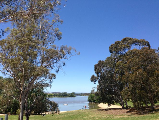 weston park canberra yarralumla lake burley griffin railway kids playground swimming picnic