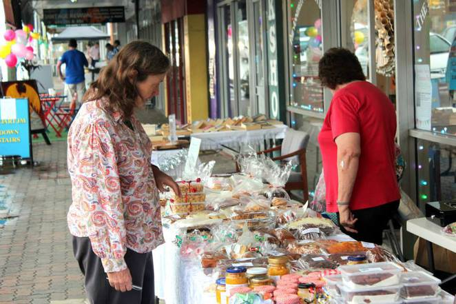 Christmas, Fair, Annerley, Markets, buskers, food, sausage sizzle, bake sale, cake stall,