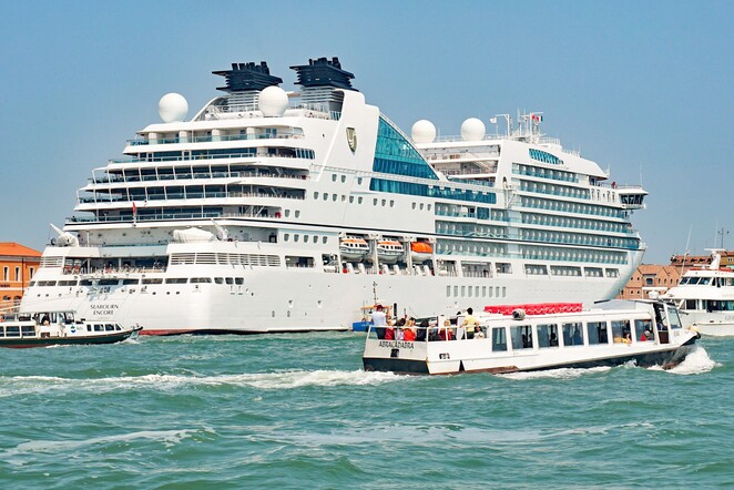 Cruise ships at Phillip island,Cruise ship spotting,Ship Spotting,Ships arriving at Phillip island,Cruise ship season,visit bass coast,visit Gippsland,visit phillip island,visit south Gippsland,things to do on phillip island,day trip from Melbourne,free family entertainment,ocean crusie season,crusie liners at phillip island,cruise liner spotting,seabourn encore,seven seas navigator,