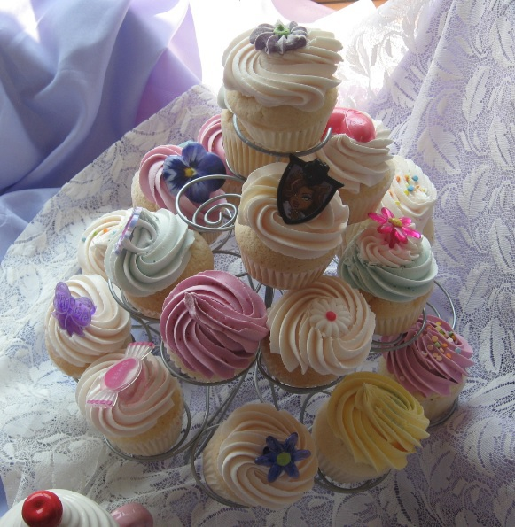 cupcakes, cupcakes of Westdale, sweet treats, vanilla cupcake, dessert, buttercream frosting,