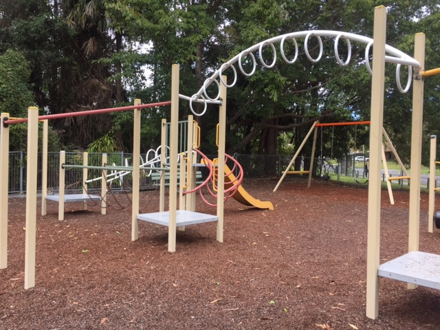 free playground activities, dog-friendly, well-equipped, outdoor gymnasium, jungle gyms, hoop courts, picnic areas, undercover, shaded, outdoors