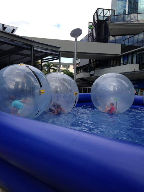 kids gold coast, bubble trouble surfers paradise