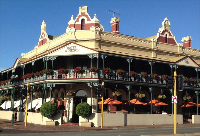 Mends Street South Perth Windsor Hotel pub dining nightlife