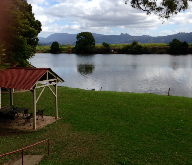 Tweed River Motel, Murwillumbah, dog-friendly, close to service station and fruit barn, reasonable prices, Wi-Fi, fishing, free continental breakfast, BBQ, swimming pool,