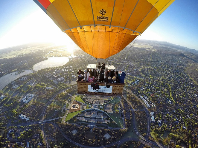 balloons aloft, hot air ballooning, sunrise hot air balloons, canberra, views, skydiving, views, ACT, things to do, tourism,