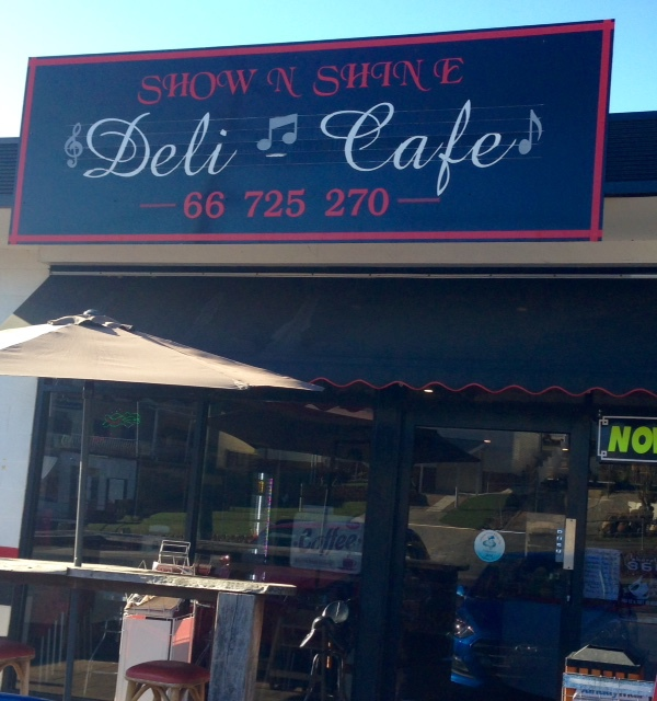 Show & Shine Deli Cafe, Murwillumbah, Bray Park, pies, gourmet pies, vegetarian pies, vegan pies, wholesome, delicious, pies for meat eaters, Kyogle Rd, variety of vegetarian fillings