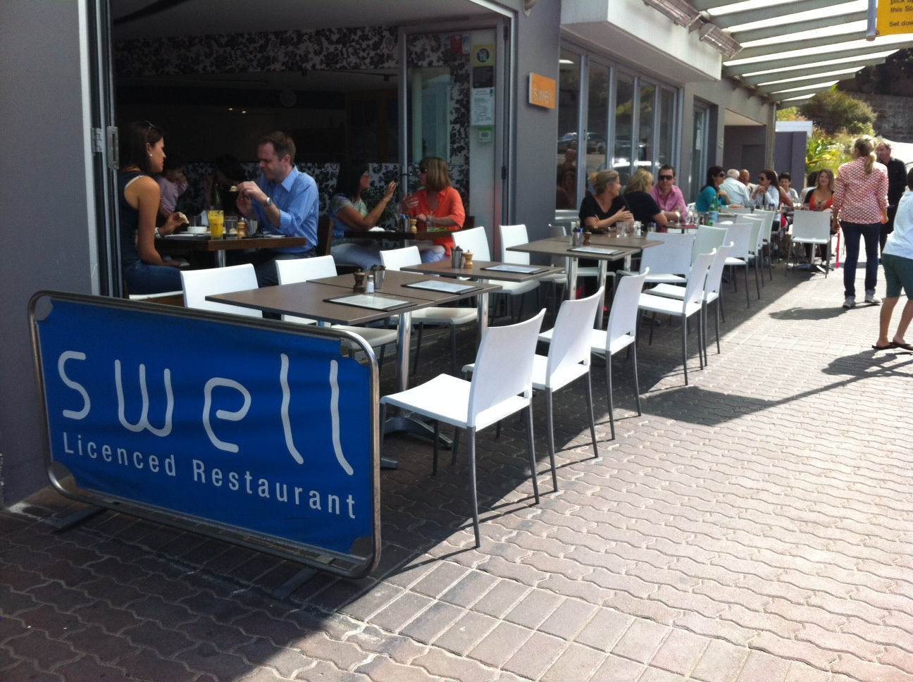 Swell An Upmarket Cafe At Bronte Beach