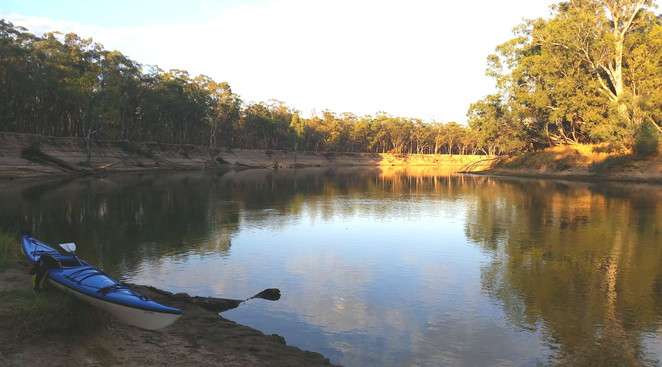 The mighy Murray River and many kayak-camping opportunities