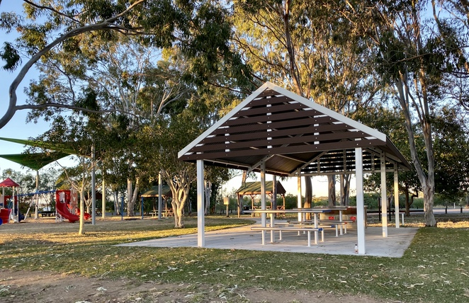In addition to Barnacles Dolphin Centre's own facilities, there is a park with a playground, picnic shelters, electric BBQs and public toilets adjacent to the car park