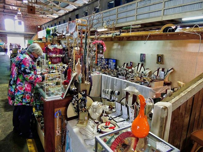 wayville market, adelaide showgrounds farmers market, adelaide showgrounds, farmers market, market stalls, markets in adelaide, antiques and collectables, retro furniture, handmade, vintage jewellery